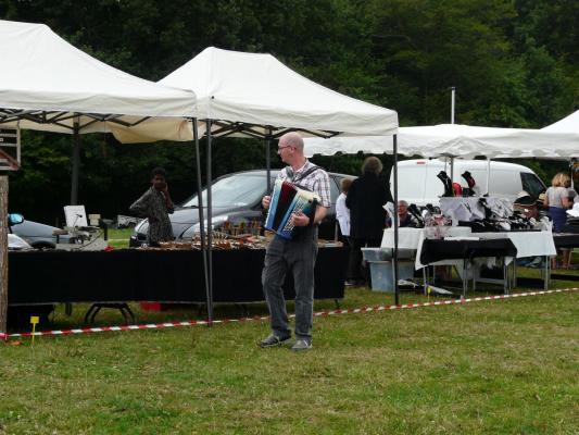 Dudulle et son accordéon au Marché artisanal et produits du terroir
