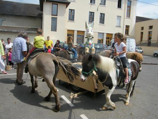 Manège à la Kermesse de CORBELIN (38)
